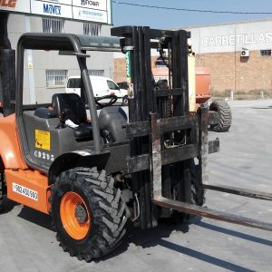 Venta de carretilla diésel 4X4 con capacidad de carga de 2.500 kg