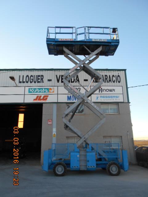 Venta de plataforma de tijera diésel con control de tracción a las cuatro ruedas